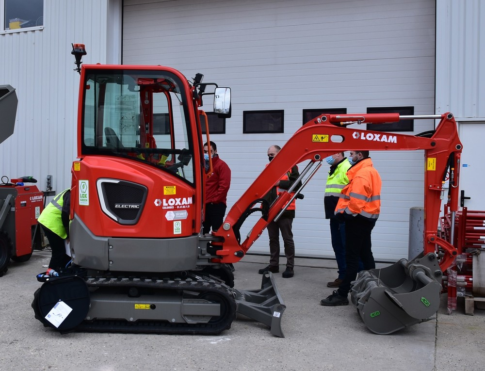 Volvo CE trains technicians in transition to electric machines - 03.JPG