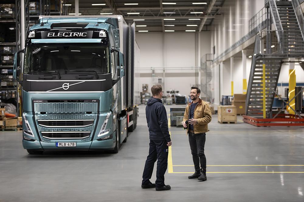 volvo-trucks-now-ready-to-electrify-image2.jpg