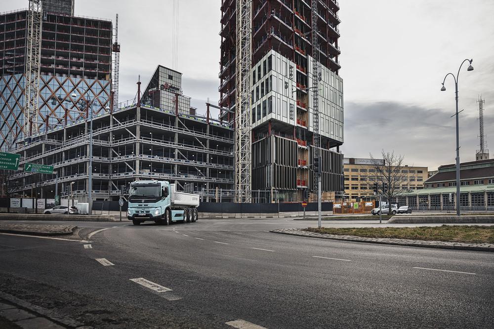 volvo-trucks-now-ready-to-electrify-image6.jpg