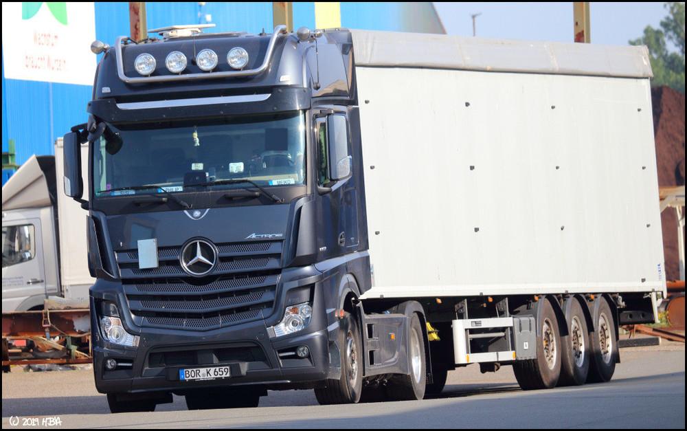 Mercedes_Actros4_UNK_Grau.thumb.jpg.0e99c45cdb7d35d0e98685ee453d0741.jpg