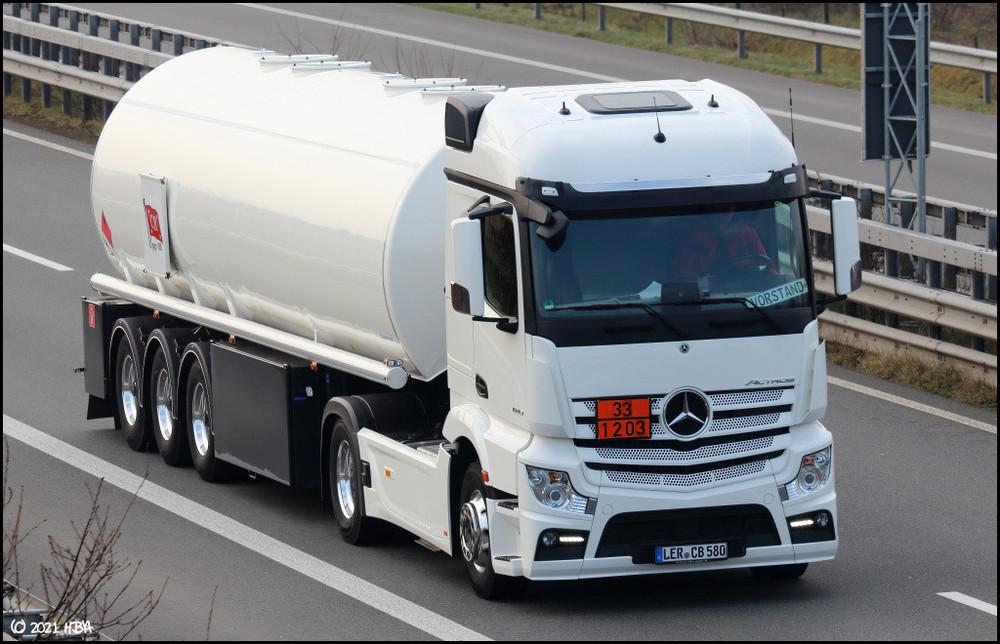Mercedes_Actros_MP4_1843_Schrader_Tankauflieger.thumb.jpg.9000292cdc21c37474c9f69c951ca8b6.jpg