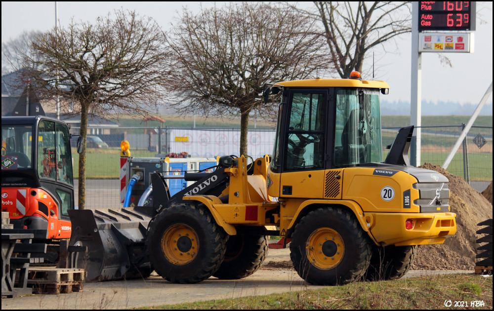 Volvo_L30G_Rhede_Tankstelle.thumb.jpg.89e40b8863da85d1e7033f9ba1bf2d01.jpg