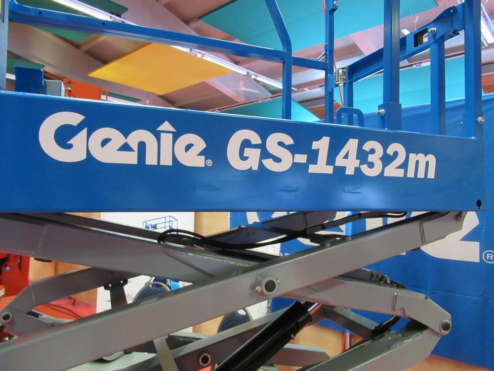 Genie GS-1432m close.JPG