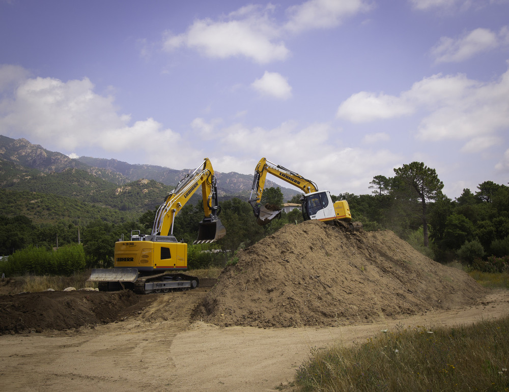 liebherr-crawler-excavator-r-936-compact-1.jpg